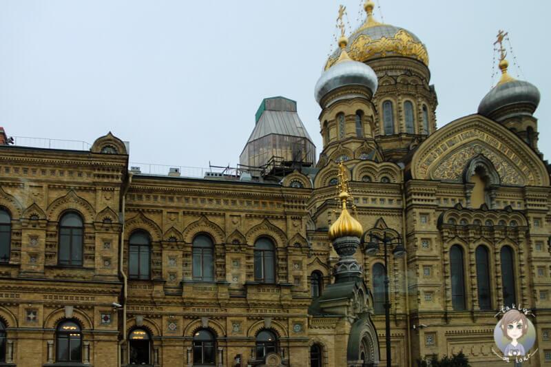 Ein imposantes Gebäude in St. Petersburg