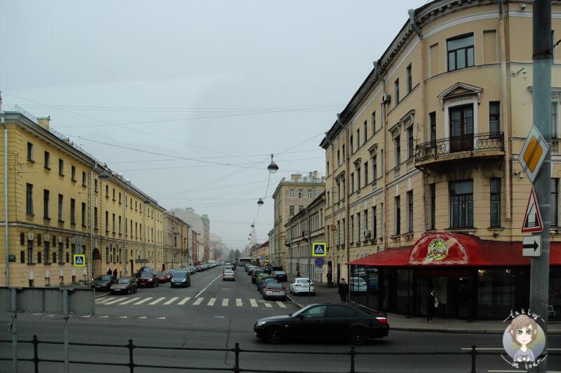 Ein trister Straßenzug in St. Petersburg