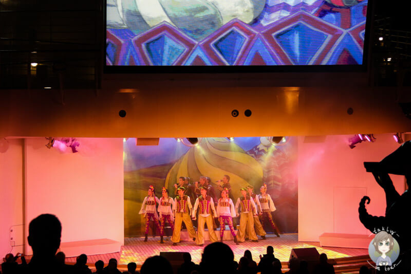 Das AIDA Showensamble bei einer Aufführung