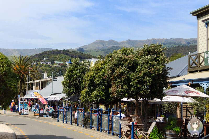 Im Hafen von Akaroa sind viele Restaurants