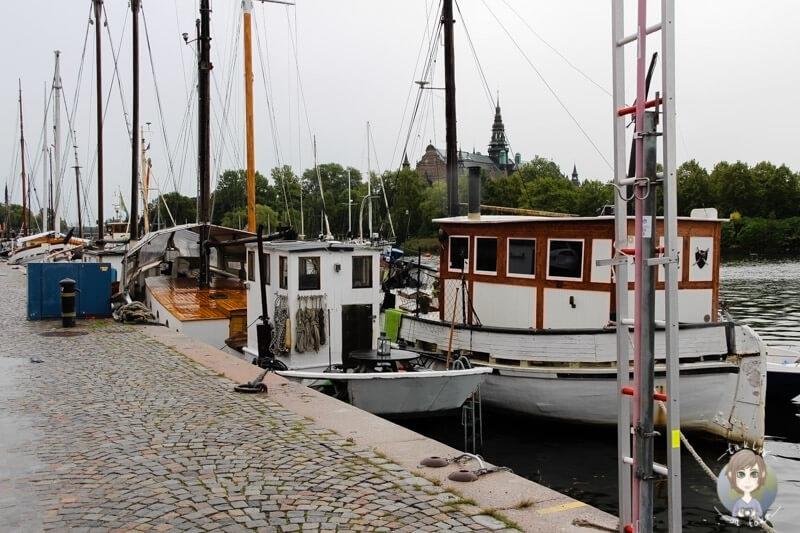 Boote im Hafen von Stockholm