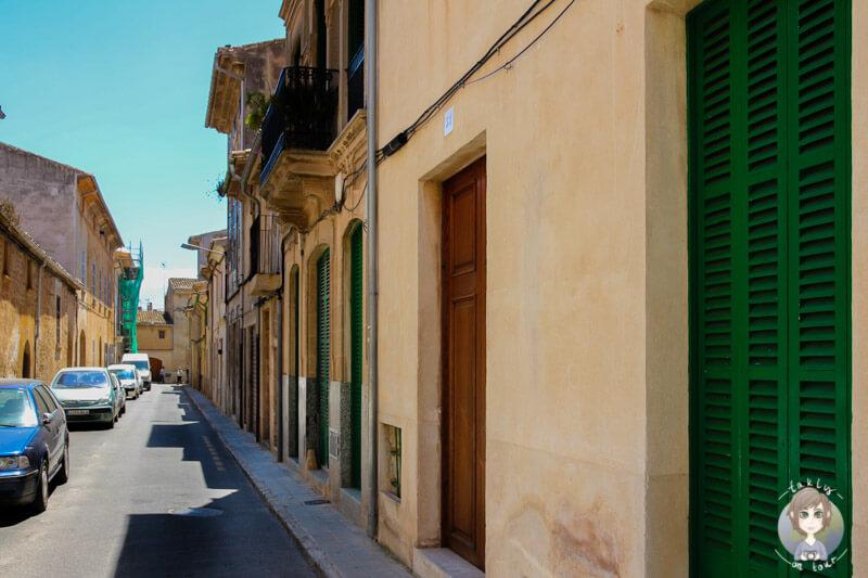 Eine Seitenstraße in Llucmajor auf Mallorca