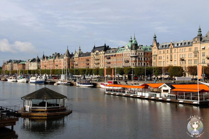 Schöne Häuser am Hafen von Stockholm