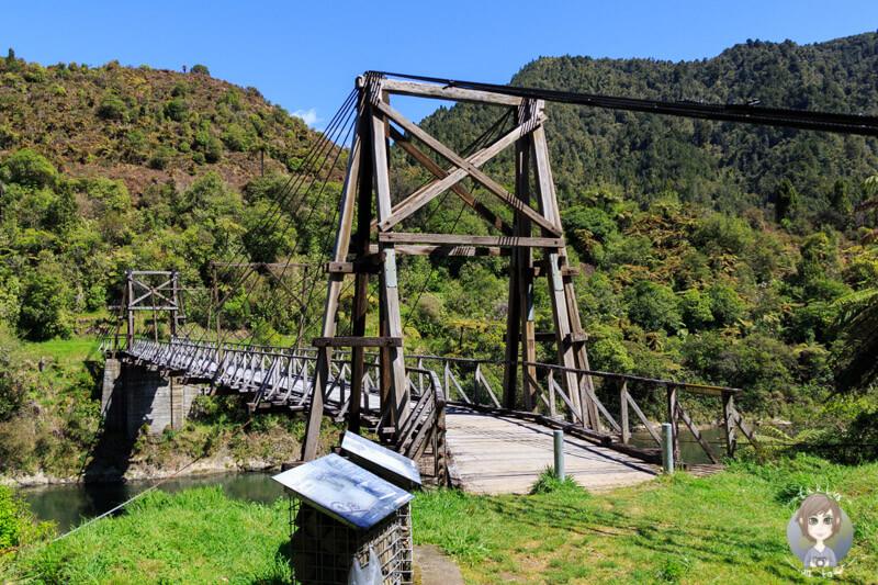 Die Tauranga Bridge im Waioeka Gorge zaehlt zu unseren Top Neuseeland Sehenswuerdigkeiten