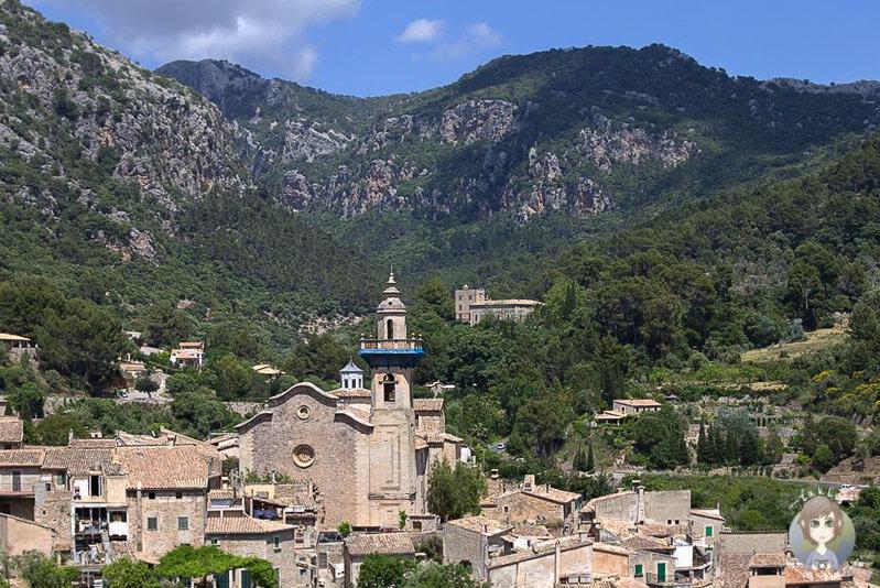 Aussichtspunkt in Valldemossa, auf die Kirche Sant Bartomeu