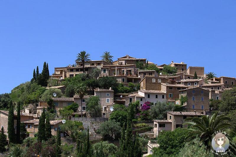 Das malerische Künstlerdorf Deía im Tramuntanagebirge, Mallorca