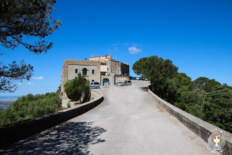 Der kleine Anstieg vom Parkplatz bis zum Santauri de Sant Salvado