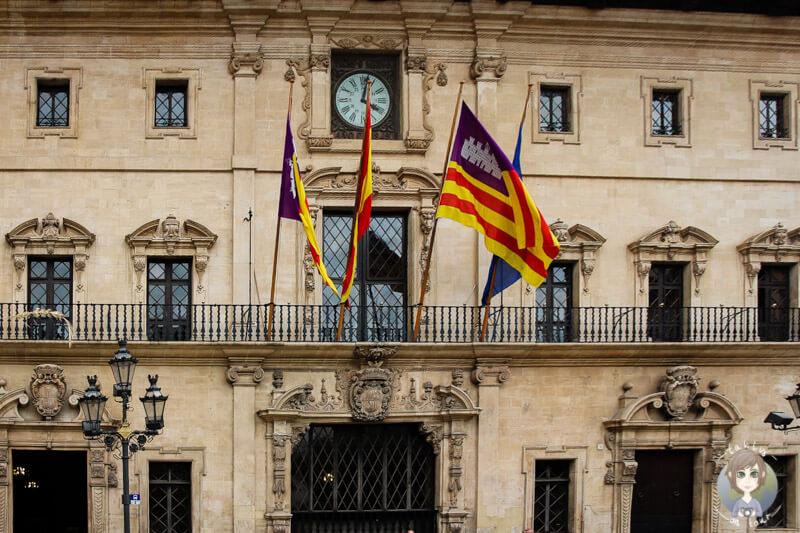 Die Front des Parlamentgebäudes in Palma, Mallorca