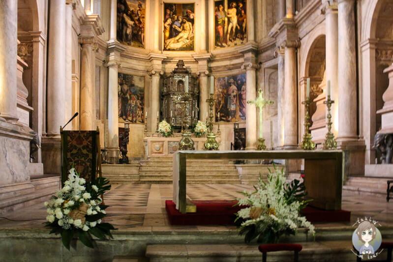 Der Altar in der Igreja Santa Maria, Belém, Lissabon