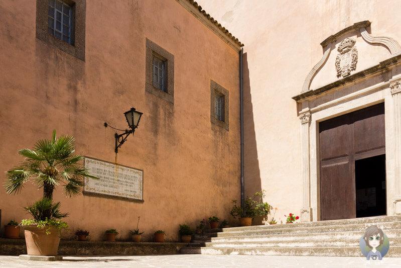 Der Eingang zur Klosterkirche