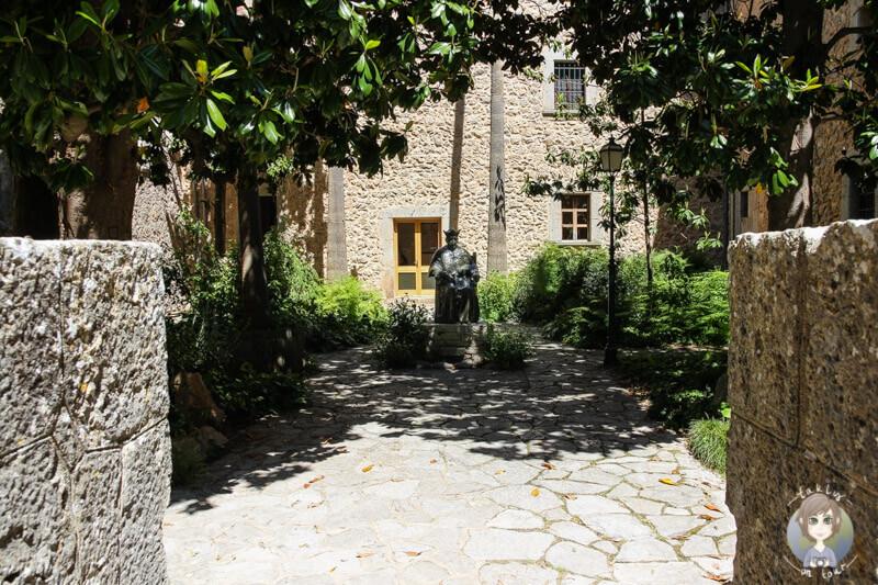 Der Magnoliengarten von Santauri Lluc
