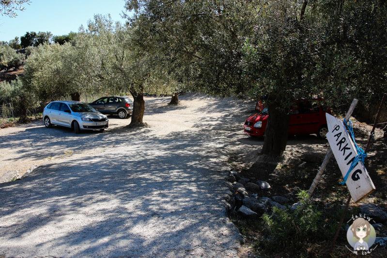 Parken am Restaurant Es Verger in den Bergen von Alaró