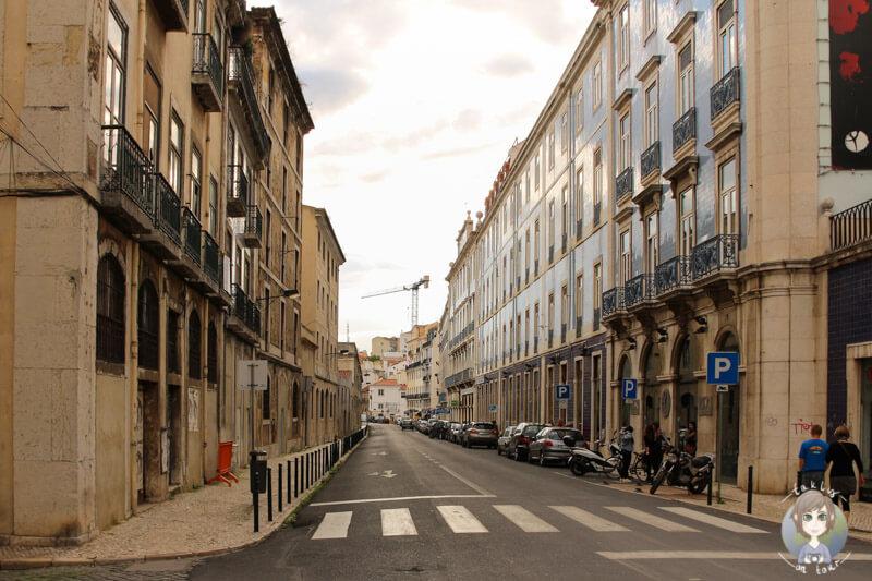 Die Häuserzeilen der Die Rua Jardim do Tabaco in Lissabon