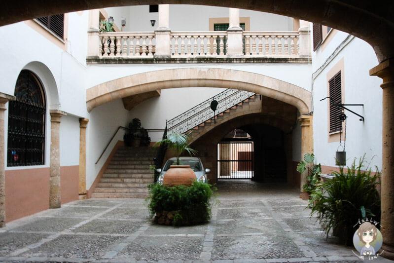 Ein Innenhof von einem Haus in Palma
