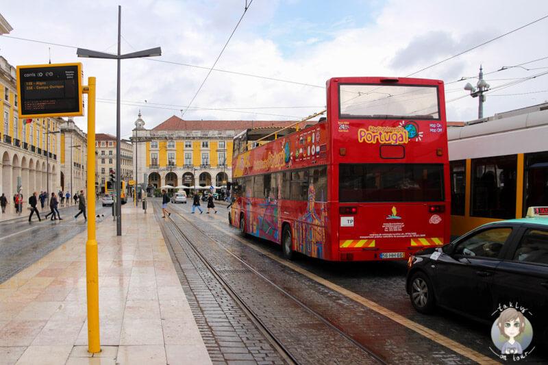 Haltestelle auch für den Sightseeingbus am Praca do Comércio