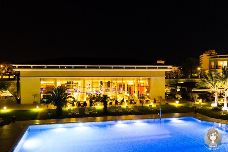Der Pool in Playa de Palma bei Nacht