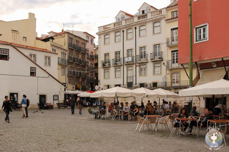 Der Platz Largo do Chafariz de Dentro in Lissabon