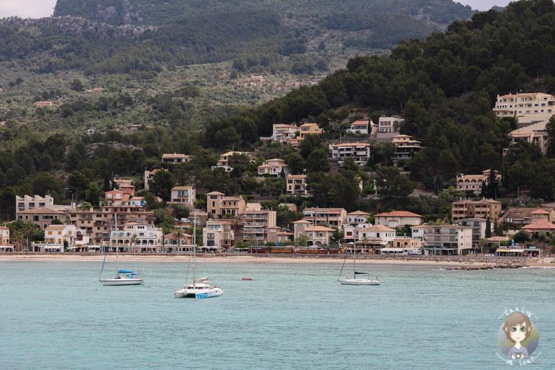 Aussicht auf die Promenade von Port de Sóller, Mallorca