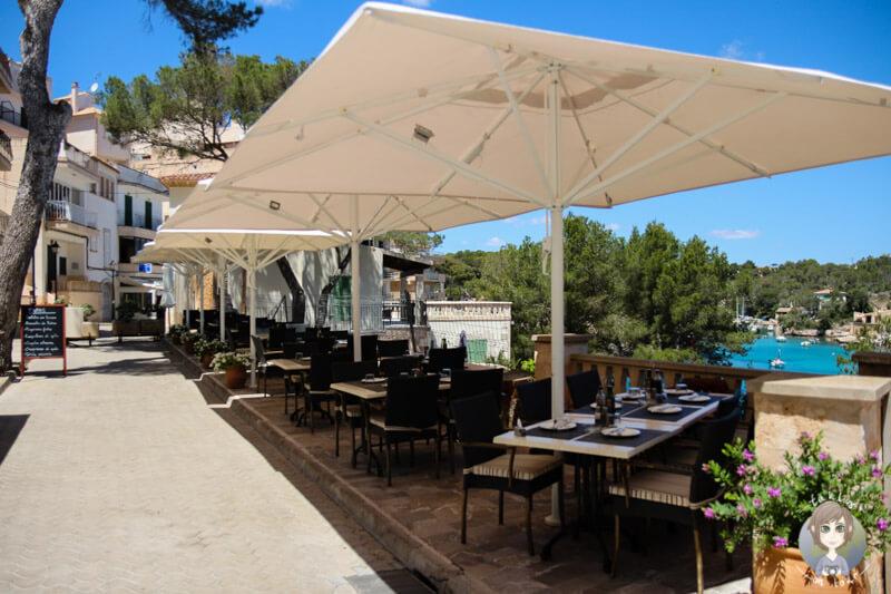 Restaurants und Cafes an der Promenade von Cala Figuera auf Mallorca