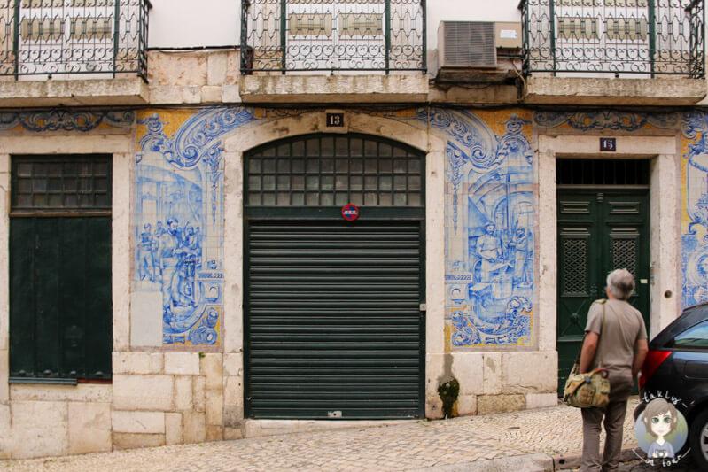 wunderschöne Azulejos an den Häusern in Alfama, Lissabon