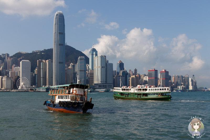 Die Star Ferry auf ihrem Weg nach Tsim Sha Tsui (Kowloon), Hongkong