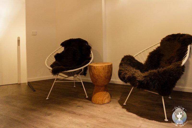 Stühle im Vorraum von Myssage