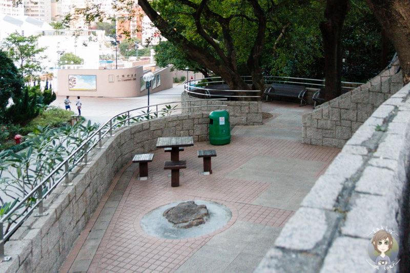 Schöne Plätze zum Ausruhen im Kowloon Park in Hong Kong