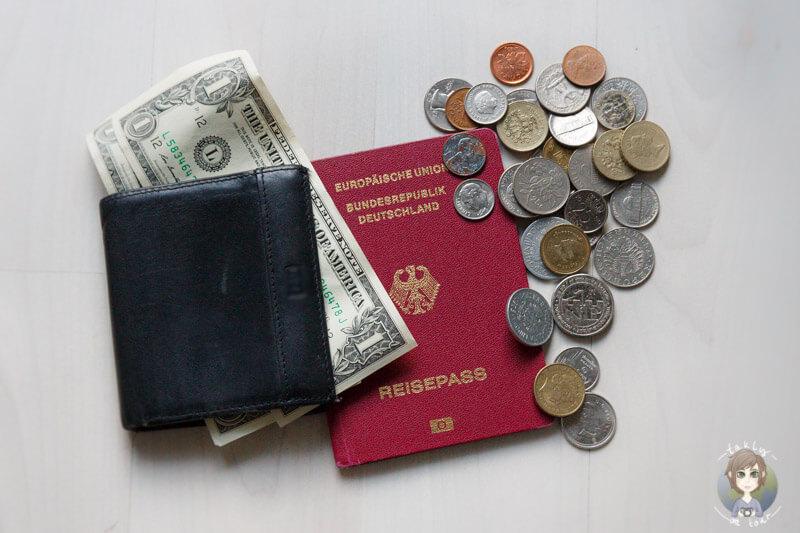Spartipps - Geld, ein Pass und eine Geldbörese