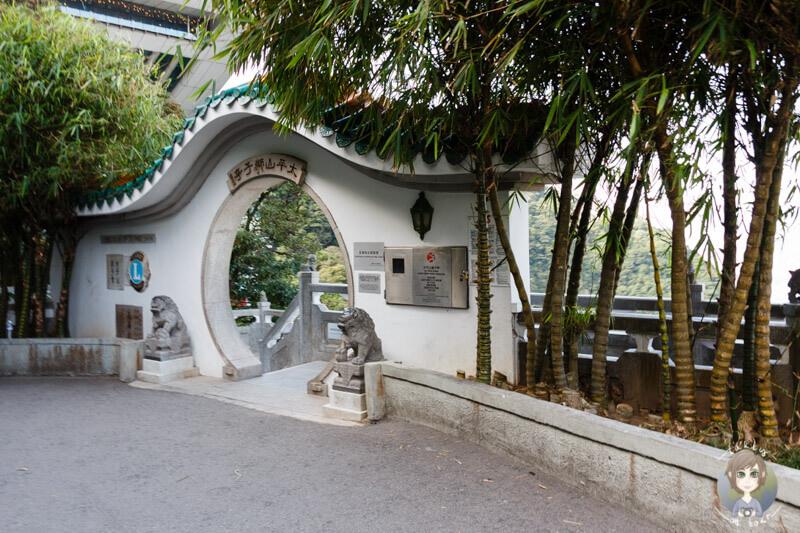Eingang zur Aussichtsplattform neben dem Peak Tower