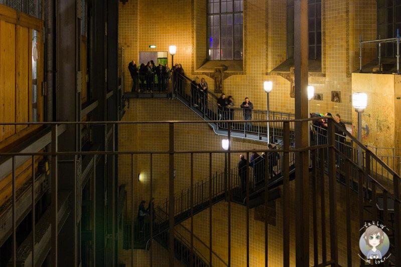 Über die Treppe in den alten Elbtunnel, Hamburg