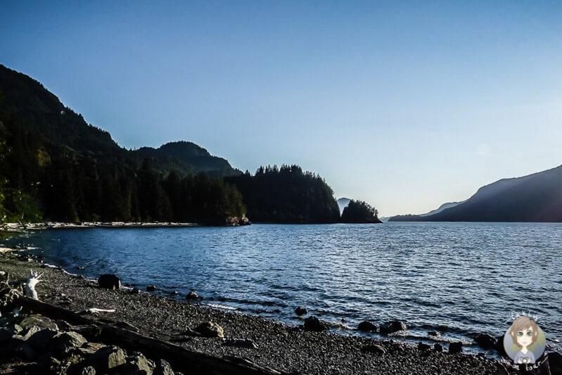 Blick über den Howe Sound im Porteau Cove Provincial Park, Kanada