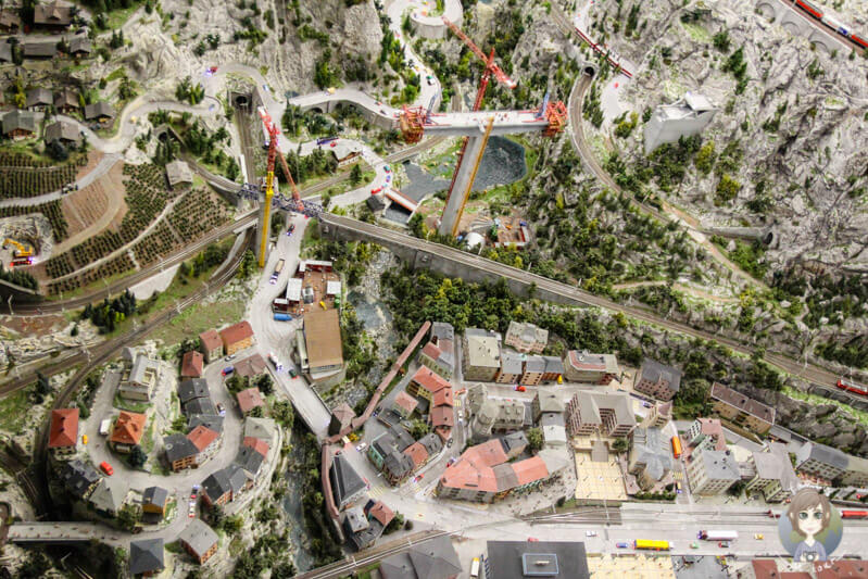 Blick auf die Modelleisenbahnwelt Schweiz im Miniatur Wunderland Hamburg