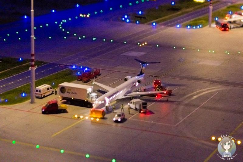 Das Beladen eines Flugzeugs im Miniatur Wunderland Hamburg