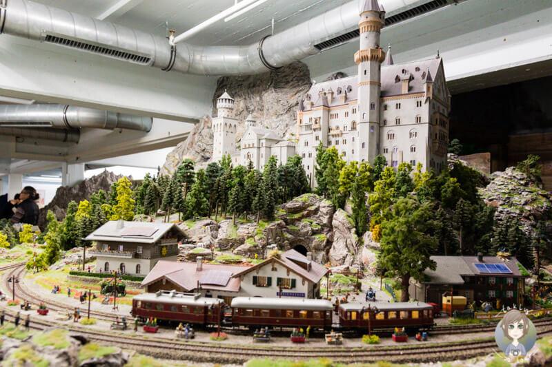 Das Schloss Neuschwanstein im Miniatur Wunderland Hamburg, Deutschland