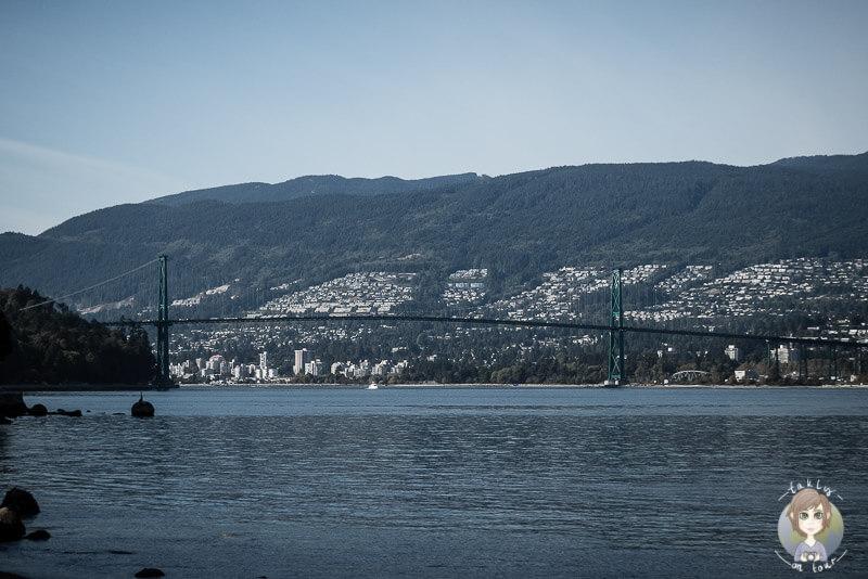 Blick auf die Lions Gate bridge vom Stanley Park, Vancouver, Kanada