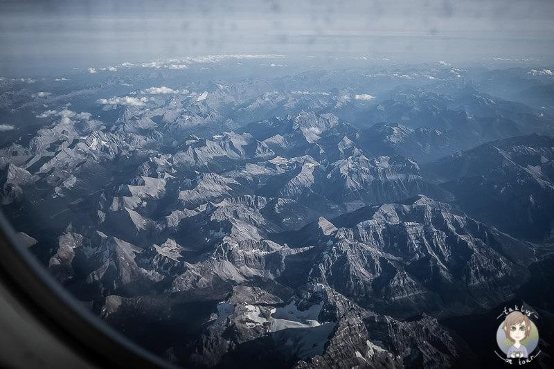 Die Rocky Mountains aus dem Flugzeug