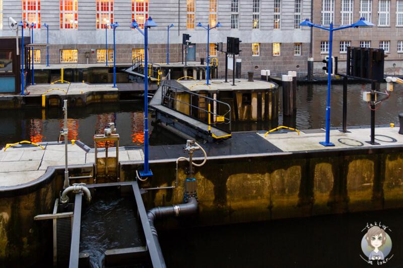 Die Schleuse am Alsterfleet in Hamburg