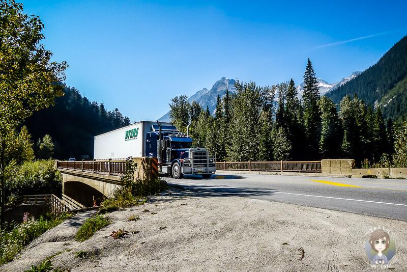 Ein Truck auf dem Rogers Pass, Kanada