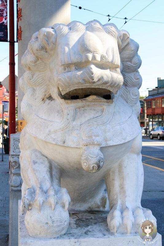 Ein Löwe am Eingang zum Chinatown, Vancouver