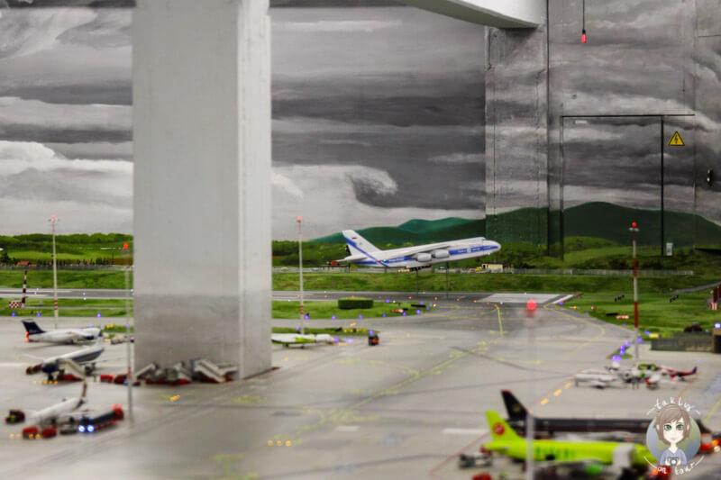 Flugezuge starten auf dem Airport Knuffingen im Miniatur Wunderland Hambrug