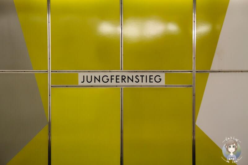 """Haltestelle """"Jungfernstieg"""" in Hamburg"""
