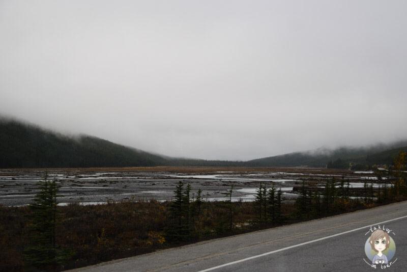 Schlechtes Wetter auf dem Icefields Parkway, Kanada
