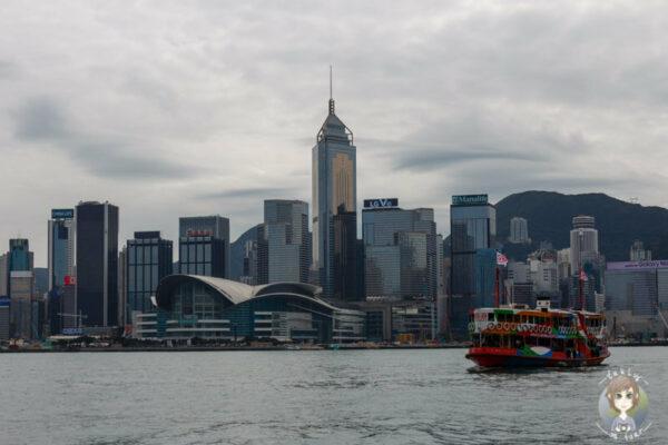 Blick auf die Skyline und Star Ferry bei unserem Stopover Hongkong