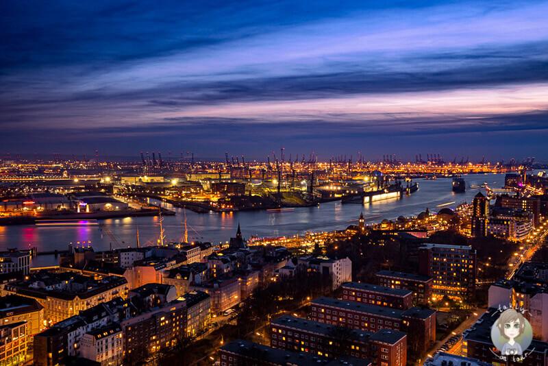 Blick auf Hamburg bei Dämmerung - Copyright taklyontour.de