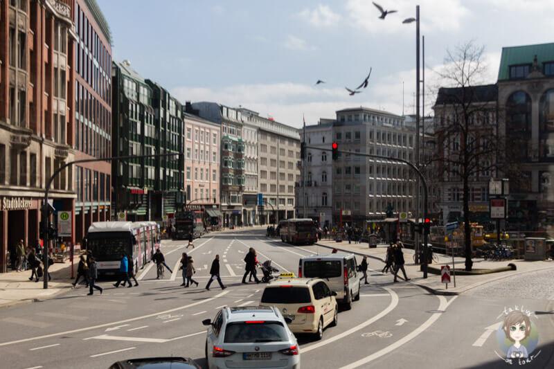 Eine Hauptstraße in Hamburg
