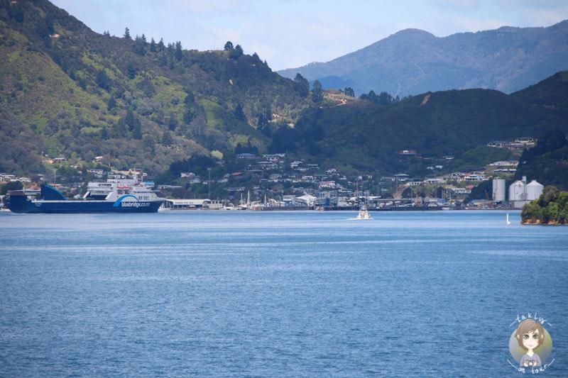 Einfahrt der Interislander in den Hafen von Picton