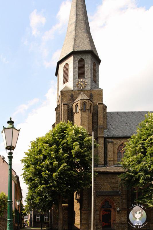 Die Kirche in Zons am Rhein