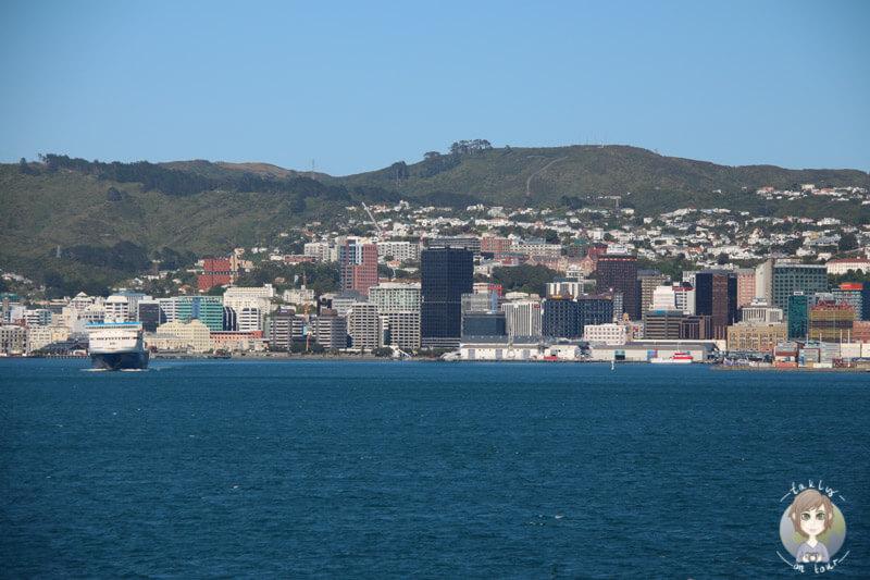 Aussicht auf Wellington von der Interislander auf dem Weg nach Picton
