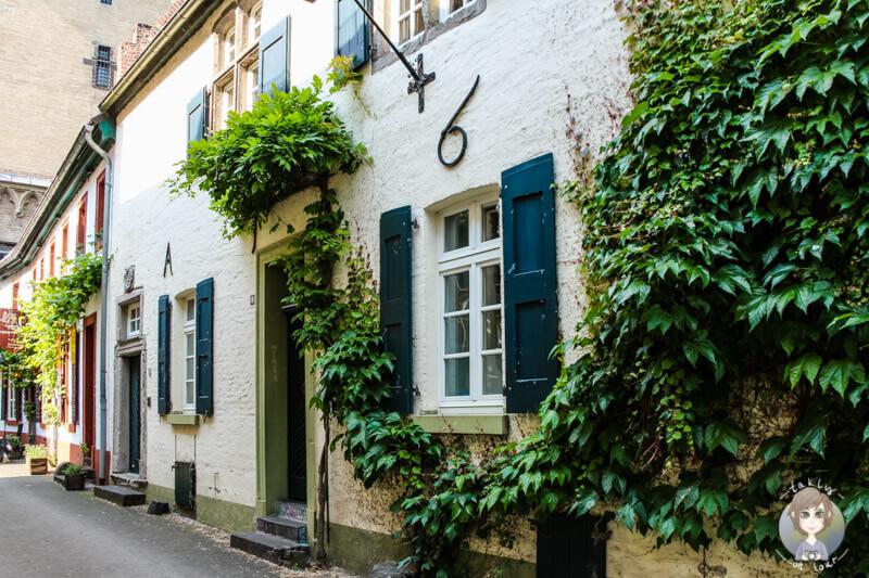 Schöne Häuser in der Altstadt von Zons