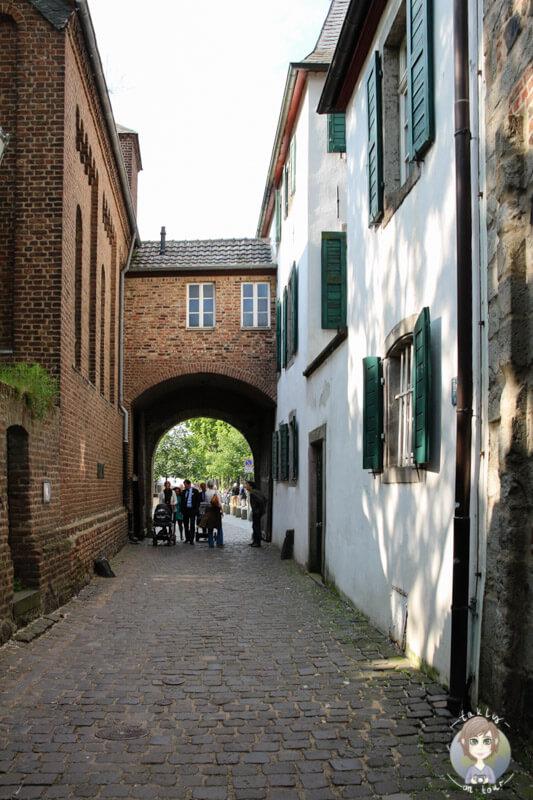 Spaziergang durch Zons am Rhein bei Dormagen